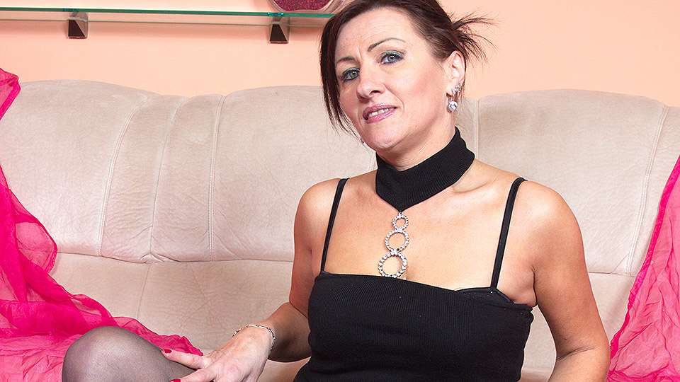 Mature, Milf and Granny Porn Videos in HD