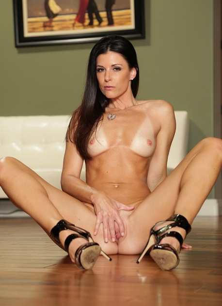 Older babe India Summer shows off her gorgeous tan lined body.