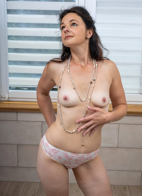 Sexy brunette MILF Anette Harper masturbates in the bathroom.