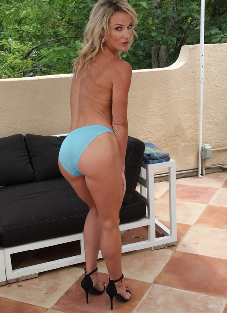 Very fit MILF Sydney Hail strips naked on the rooftop.