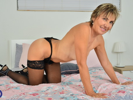 Mature Lillian Tesh playing with herself
