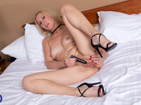 Blonde MILF Lacy B. Cummings invites you upstairs for some naughty viewings